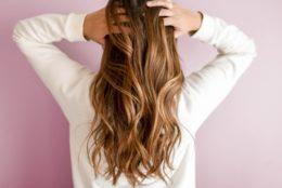 Dlaczego na jesień wypadają włosy?
